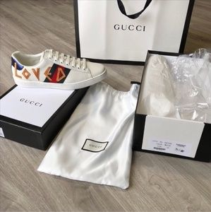 """Gucci Ace Embroidered """"Loved"""" Sneakers US"""